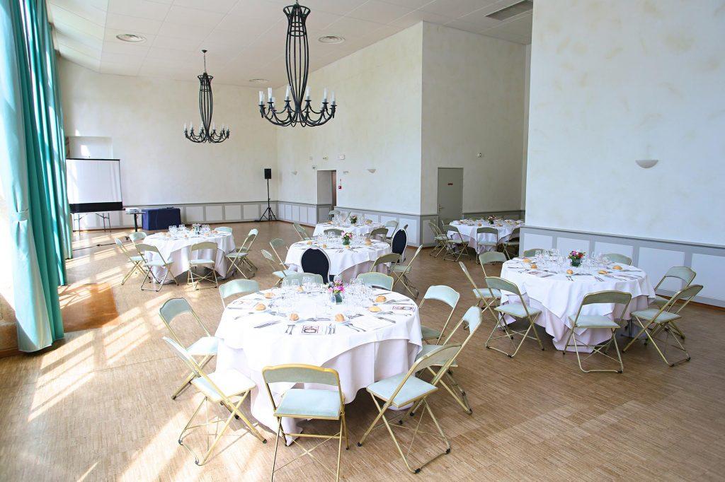 L'Orangerie du château aménagée pour un dîner de mariage